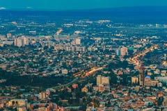 Tbilisi Geórgia Vista panorâmica aérea da cidade iluminada Distritos residenciais Imagens de Stock Royalty Free