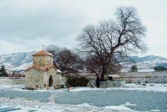 TBILISI, GEORGIË - JANUARI 2, 2016: Een werf van oud orthodox S Royalty-vrije Stock Fotografie