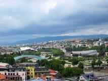 Tbilisi, Georgië: Stadspanorama van de berg Mtatsminda stock afbeeldingen