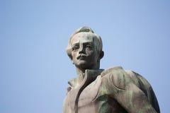TBILISI, GEORGIA - 17,2013 augusti: Monumento al poeta russo famoso Lermontov Il monumento è situato alla confluenza di Th Fotografie Stock Libere da Diritti