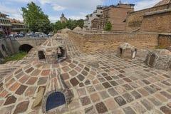 TBILISI, GEORGIA - 7 DE MAYO DE 2016: Baños del azufre en los di de Abanotubani Imágenes de archivo libres de regalías