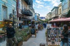 Tbilisi, Georgia 25 de septiembre de 2016: Gente en una calle peatonal Sioni en el corazón de la ciudad vieja Foto de archivo