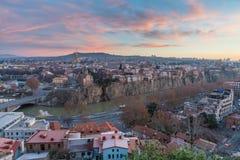 TBILISI GEORGIA - DEC 11 2017: Cityscapen av den Tbilisi sikten Arkivbilder