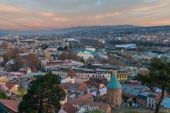 TBILISI GEORGIA - DEC 11 2017: Cityscapen av den Tbilisi sikten Royaltyfri Fotografi