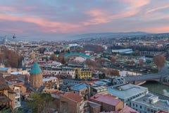 TBILISI GEORGIA - DEC 11 2017: Cityscapen av den Tbilisi sikten Fotografering för Bildbyråer