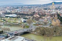 TBILISI GEORGIA - Maj 23, 2016: Flyg- sikt av den gamla staden av Tbilisi i sommardag Tbiisi är huvudstaden av Georgia royaltyfria foton