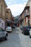 TBILISI GEORGIA - Maj 23, 2016: Gator av den gamla staden av Tbilisi i sommardag royaltyfri bild