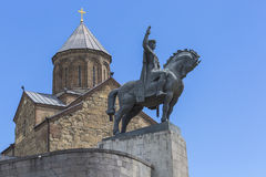 TBILISI GEORGIA - MAJ 07: Statyn av David byggmästaren i fr Royaltyfri Bild