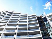 TBILISI, GEORGIA - 17 MARZO 2018: Costruzione di nuovo alto edificio residenziale dell'appartamento a Tbilisi, Georgia Immagine Stock