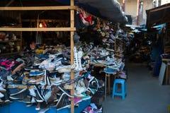 Tbilisi, Georgia - mercato 21 2019: Mercato di Dezerter dell'alimento del bazar o di Dezertirka- pi? grande a Tbilisi vicino al q fotografia stock libera da diritti