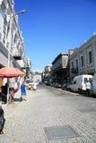 Liten gata med retro två-berättelse hus (inkvartera Tbilisi), Royaltyfri Foto