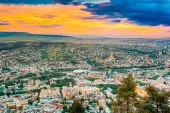 Tbilisi Georgia Paisaje urbano panorámico aéreo escénico con hermoso Fotos de archivo libres de regalías