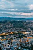 Tbilisi Georgia Vista aerea di paesaggio urbano nell'anche Illimination, Fotografia Stock Libera da Diritti