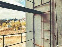 TBILISI GRUZJA, KWIECIEŃ, - 06, 2018: Żelazna schody budowa podczas budowy dom Obraz Royalty Free