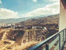TBILISI GRUZJA, KWIECIEŃ, - 06, 2018: Widok na brudnej budowie w Tbilisi, Gruzja Obrazy Royalty Free