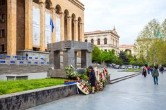 Tbilisi, Gruzja 13 04 2018 - 9 Kwietnia pomnik i budynek Fotografia Stock