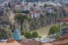 TBILISI GRUZJA, MAJ, - 07, 2016: Most nad rzeką Tbilis Fotografia Stock