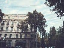 TBILISI GRUZJA, PAŹDZIERNIK, - 07, 2018: Rocznego wakacje ` Tbilisoba ` Hotelowy Marriot W Tbilisi, buduje fasadę przeciw niebu zdjęcia stock