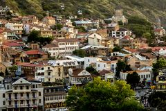 Tbilisi, la Géorgie - 14 juin 2016 : Belle vue de Tbilisi au coucher du soleil Tbilisi est la capitale de la G?orgie images libres de droits