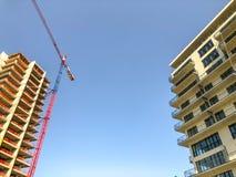 TBILISI, LA GÉORGIE - - 17 MAI 2018 : Construction de nouveaux hauts immeubles résidentiels à Tbilisi, la Géorgie Photo stock