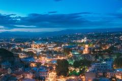 Tbilisi, la Géorgie Pont de paix, théâtre de variétés de concert, église de Metekhi Photo stock