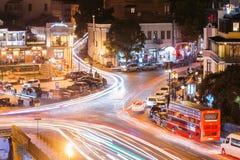 Tbilisi, la Géorgie Vue aérienne scénique de nuit de soirée de secteur historique Abanotubani Photos libres de droits
