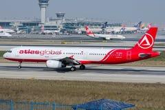 TC-ATH AtlasGlobal linie lotnicze, Aerobus A321-231 Obrazy Stock