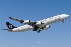 TC-JDL Turkish Airlines Airbus A340-311 MALAZGIRT Imagen de archivo libre de regalías