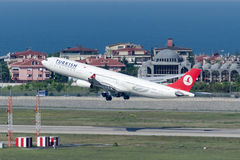 TC-JDN土耳其航空空中客车A340-313X阿达纳 免版税库存图片