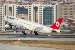 TC-JDN Turkish Airlines, Airbus A340-313X nombrado ADANA Foto de archivo libre de regalías