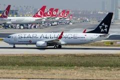 TC-JFI Turkish Airlines, Boeing 737-8F2 SIVAS, livrea di Star Alliance Fotografia Stock