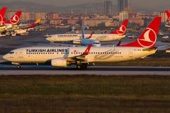 TC-JHO Turkish Airlines, Boeing 737-8F2 som namnges KOPRUBASI Arkivbild