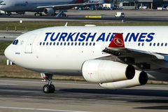 TC-JII Turkish Airlines, Aerobus A340-313X zwany MERSIN Obraz Stock