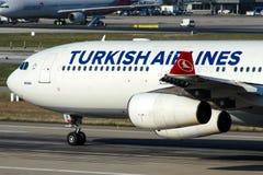 TC-JII Turkish Airlines, flygbuss A340-313X som namnges MERSIN Fotografering för Bildbyråer