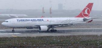 TC-JIP Turkish Airlines, Airbus A330-223 Photos libres de droits