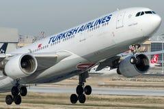 TC-JIY Turkish Airlines, Aerobus A330-223 wymieniał LALA (tulipan) Zdjęcie Stock