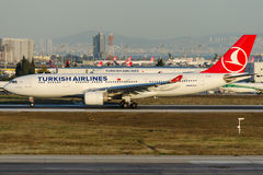 TC-JIY Turkish Airlines, flygbussen A330-223 namngav LALE (TULPAN) Fotografering för Bildbyråer