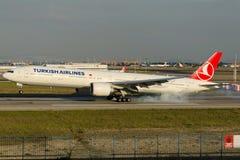 TC-JJE Turkish Airlines Боинг 777-3F2ER DOLMABAHCE Стоковые Фото