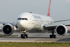 TC-JJE Turkish Airlines, Boeing 777-3F2 zwany DOLMABAHCE Zdjęcie Stock