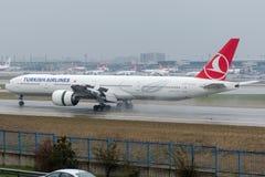 TC-JJG Turkish Airlines, Боинг 777-3F2ER YILDIZ Стоковое Изображение RF