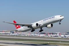 TC-JJI Боинг 777-8F2ER Turkish Airlines Стоковые Изображения