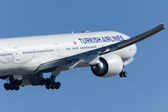 TC-JJL Turkish Airlines Боинг 777-3F2ER Стоковая Фотография