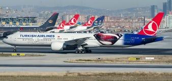 Tc-JJN Turkish Airlines, Boeing 777-3F2/ER genoemd ANADOLU royalty-vrije stock foto's