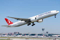 TC-JJR Turkish Airlines, Boeing 777-3F2(ER) ERCIYES Royalty Free Stock Images