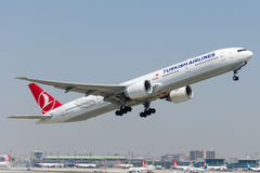 TC-JJS Turkish Airlines, Boeing 777-3F2 ZIGANA Image stock