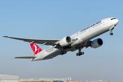 TC-JJU土耳其航空,波音777-8F2 BUYUKADA 库存照片