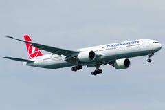 TC-JJV土耳其航空,波音777-3F2 (ER) HEYBELIADA 免版税库存图片