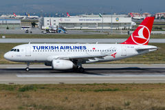 Tc-JLN Turkish Airlines, Luchtbus A319-132 genoemd KARABUK Stock Foto's