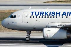 TC-JLY Turkish Airlines, flygbuss A319-132 som namnges BERGAMA Arkivfoton