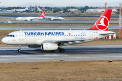 Tc-JLY Turkish Airlines, Luchtbus A319-132 genoemd BERGAMA Royalty-vrije Stock Foto's